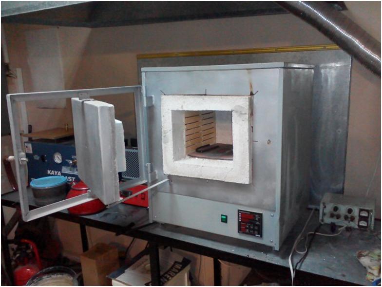 Компактная промышленная печь для плавки металлов